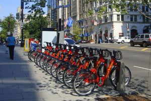 Many cities have functioning bike share programs to help people get around the cities faster, save money and reduce pollution than driving a car. Now, bike share has potential to come to Iowa State and give students the option of getting to these places faster and with less pollution. (Photo courtesy of Wikimedia Commons)