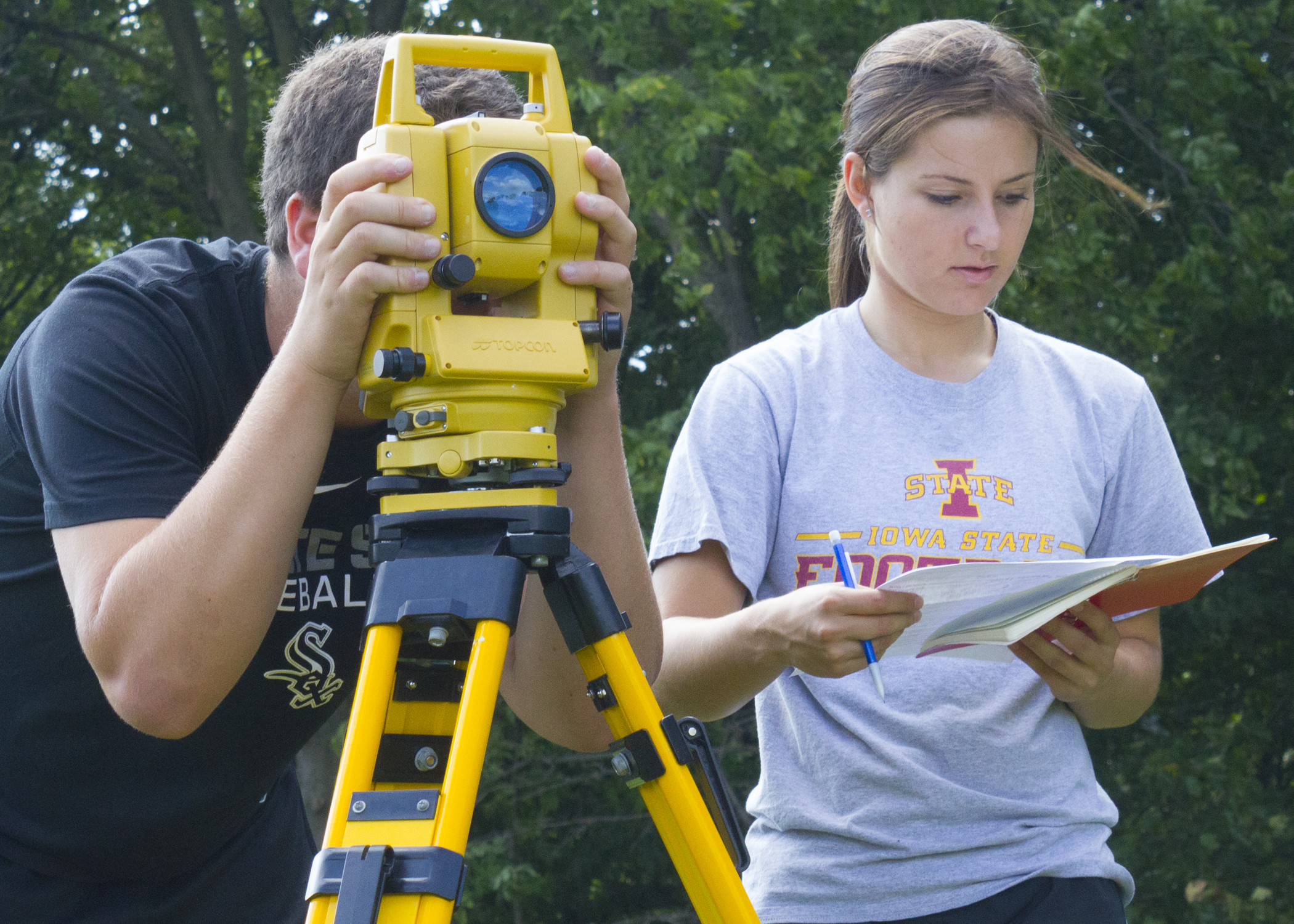 Students work in teams during a civil engineering (CE) 111: Fundamentals of Surveying I course (Photo by Kate Tindall)
