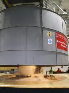 Tornado simulator