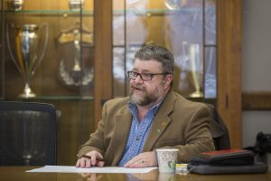 Freeman leads his last faculty senate meeting. (Christopher Gannon/Iowa State University)