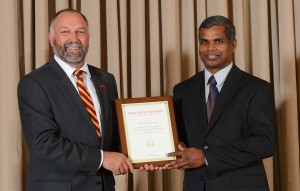 Dr. Govindarasu receives the ISU Award for Mid-Career Achievement in Research from ISU President Steven Leath